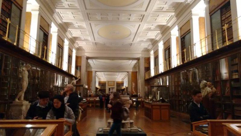 大英博物館のルーム1「王の図書室」見どころを全部紹介するよ!