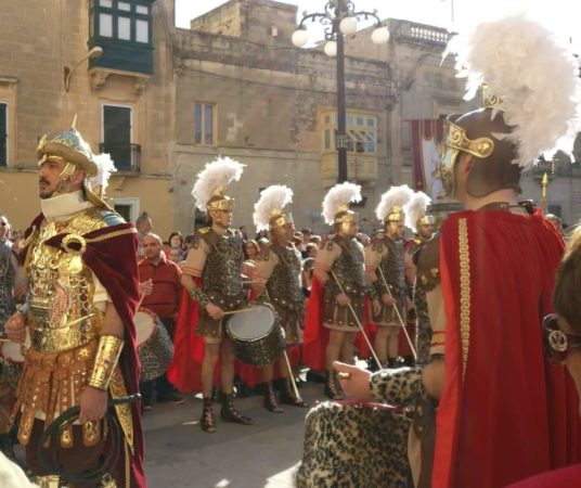 マルタ島:レア!イースター祭のパレード鑑賞+教会巡り+ヴァレッタ観光