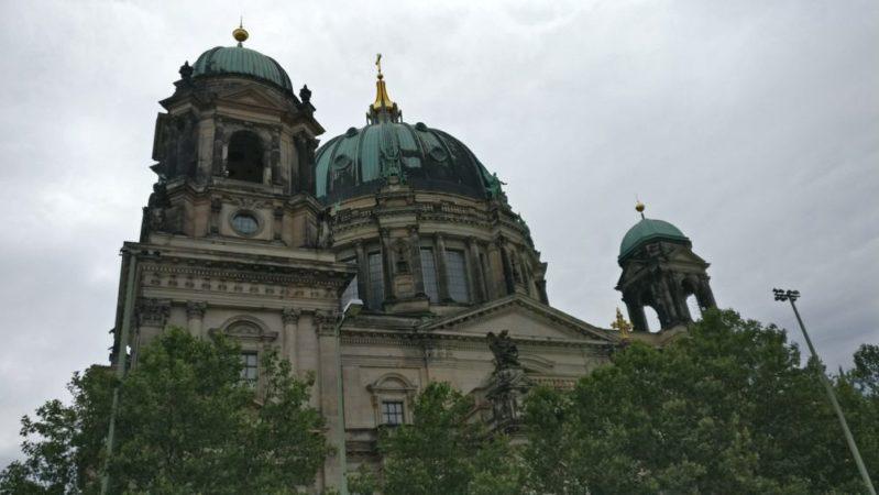 美しいベルリン大聖堂の中で奇妙な彫刻を見つけたので情報求む