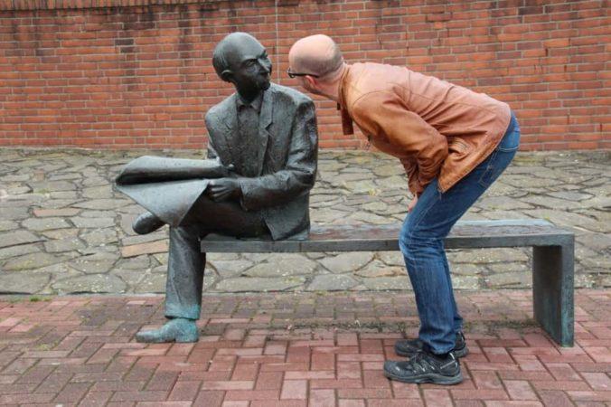 英語の会話はあいづちがなく不安になる?
